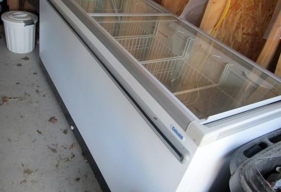 Celcold 6' Glass Door Top Ice Cream Freezer!