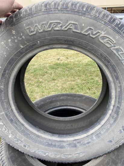 Good Year Wrangler P275/65R18 Tires!