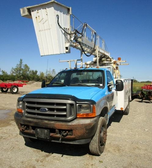 2001 Ford F550 with Custom Service Box & 2001 Telelift Ladder/Bucket!