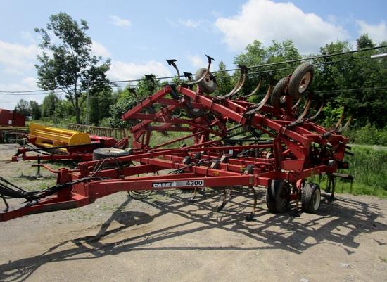 Case IH 4300 Cultivator!