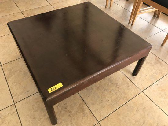 TABLES - WOOD COFFEE TABLE 36''x36'' / WOOD END TABLE