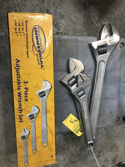 ADJUSTABLE WRENCHES - 2- 24'' / 2- 18'' / 2- 15'' (3 NEW IN BOX)