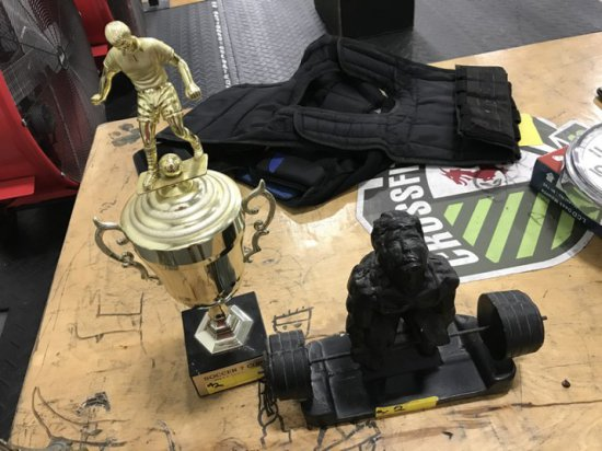 PIECES - TROPHY & WEIGHTLIFTER STATUE