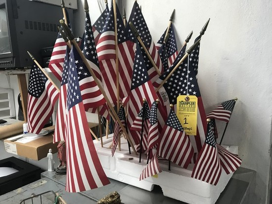 ASSORTED SMALL AMERICAN FLAGS