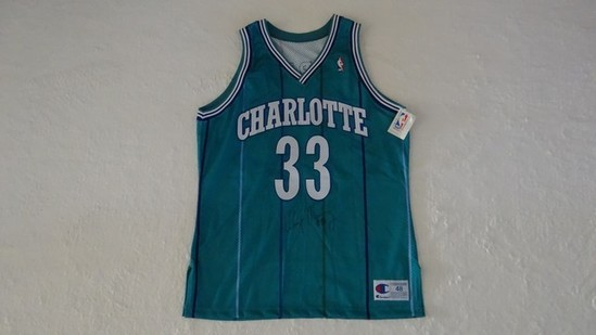 CHARLOTTE HORNETS AUTOGRAPHED JERSEY - ALONZO MOURNING (WITH CERTIFICATE OF AUTHENTICITY)