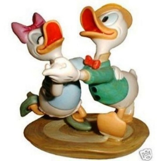 WALT DISNEY COLLECTIBLE - DONALD & DAISY STEPPIN' OUT