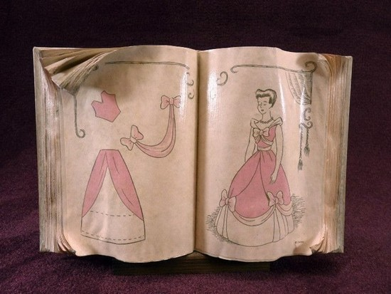 WALT DISNEY COLLECTIBLE - CINDERELLA SEWING BOOK