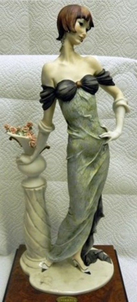 GIUSEPPE ARMANI COLLECTIBLE - LADY WITH ROSES (MY FAIR LADY COLLECTION) - #0193-C - 4321/5000