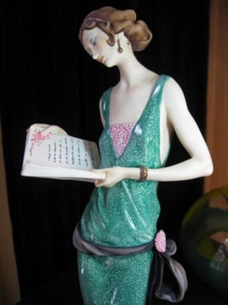 GIUSEPPE ARMANI COLLECTIBLE - LADY WITH BOOK (MY FAIR LADY COLLECTION) - #0384-C - 4321/5000