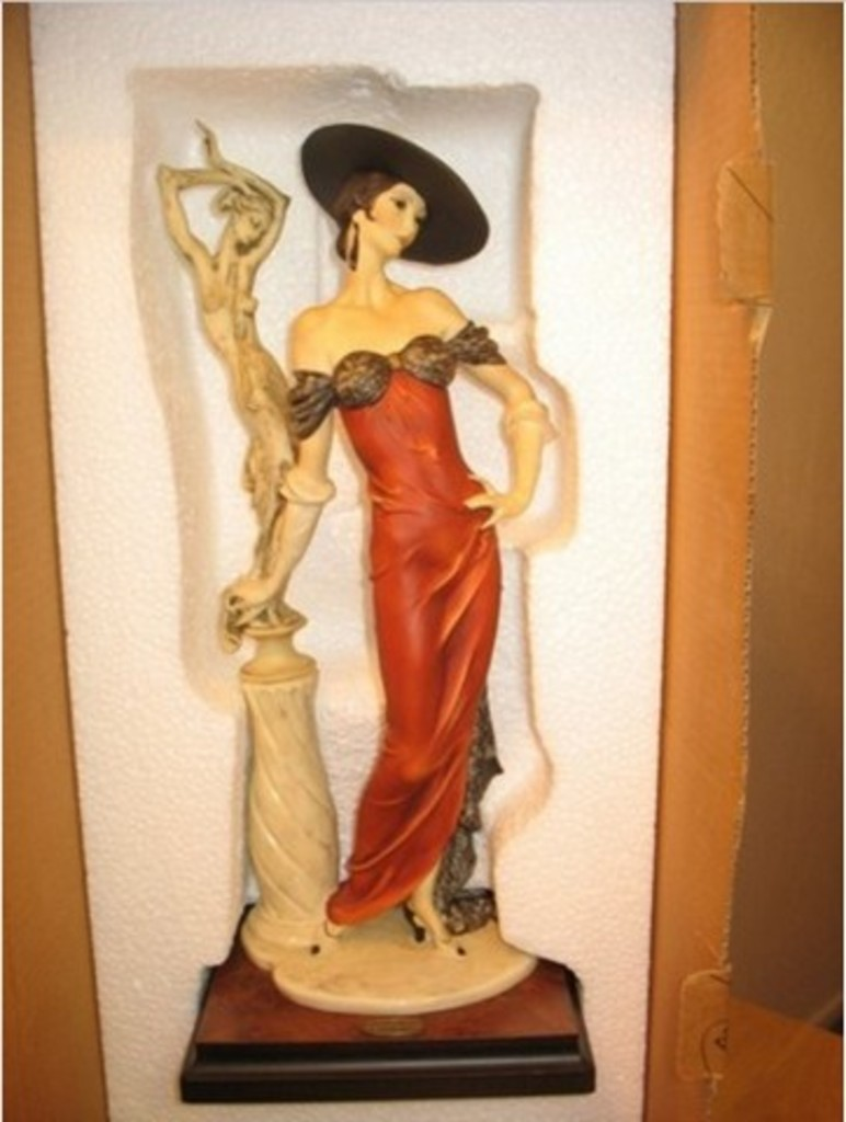 GIUSEPPE ARMANI COLLECTIBLE - LADY WITH SCULPTURE (MY FAIR LADY COLLECTION) - #0192-C - 4321/5000
