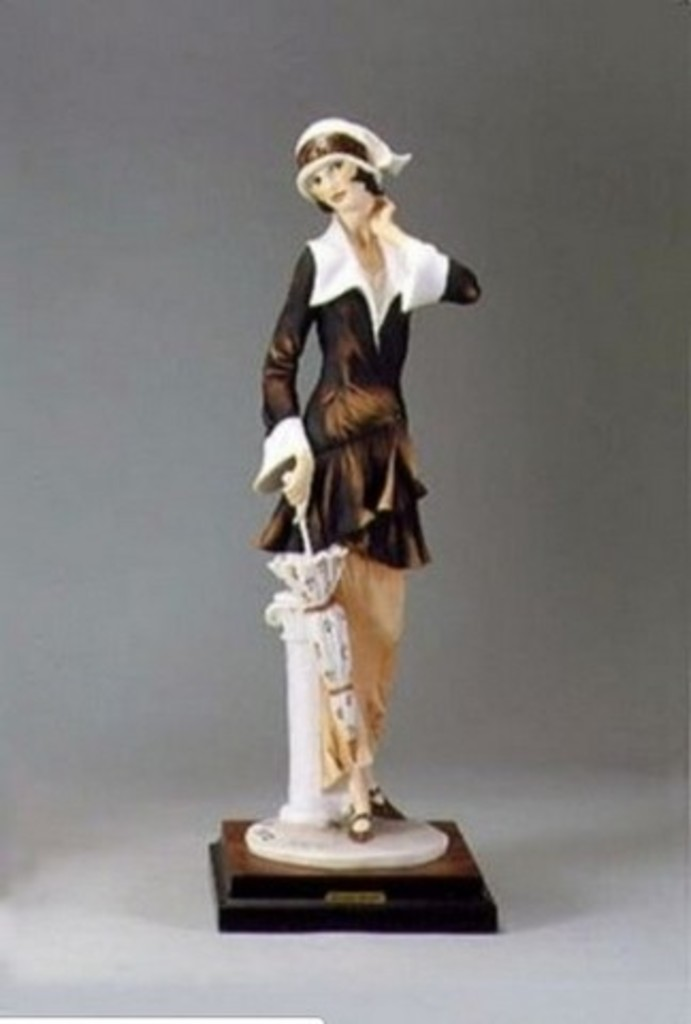 GIUSEPPE ARMANI COLLECTIBLE - LADY WITH UMBRELLA (MY FAIR LADY COLLECTION) - #0196-C - 4321/5000