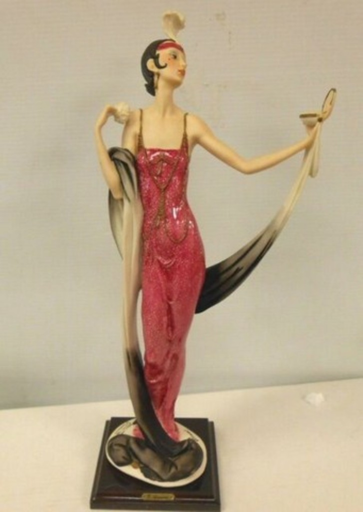 GIUSEPPE ARMANI COLLECTIBLE - LADY WITH POWDER PUFF - #0386-C