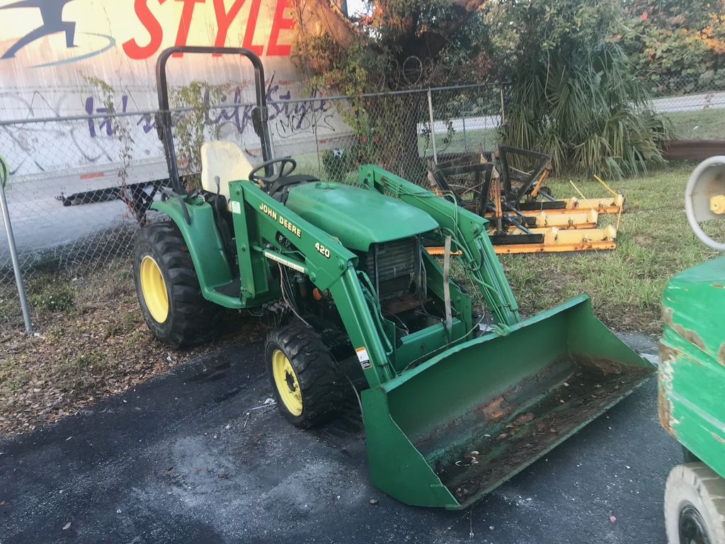 JOHN DEERE 420 MINI LOADER (AS-IS)