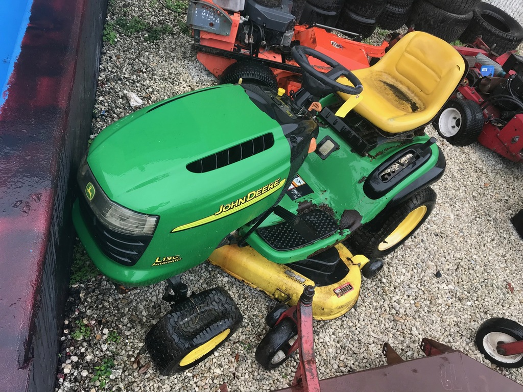 JOHN DEERE L130 RIDE-ON MOWER (NEEDS REPAIRS)
