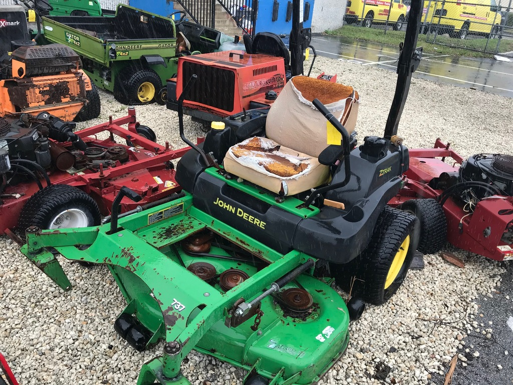 JOHN DEERE 737 RIDE-ON MOWER (NEEDS REPAIRS)