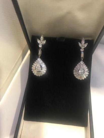 PAIR DIAMOND EARRINGS - 14K WHITE GOLD SETTING (5.8 DWT)  - PEAR SHAPED CENTER DIAMOND WITH BAGUETTE