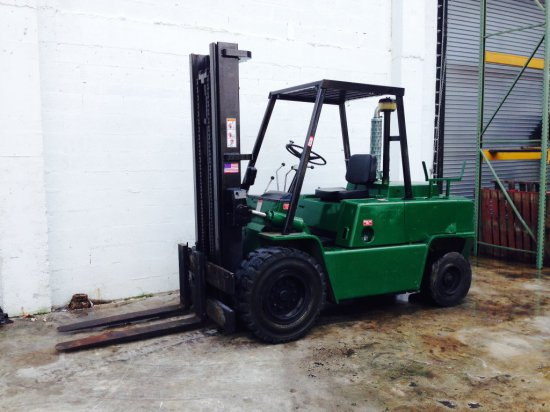 CLARK FORKLIFT - HEAVY DUTY - DIESEL - 10000LB CAPACITY - PNEUMATIC TIRES - 48'' FORKS - 2 STAGE - 8