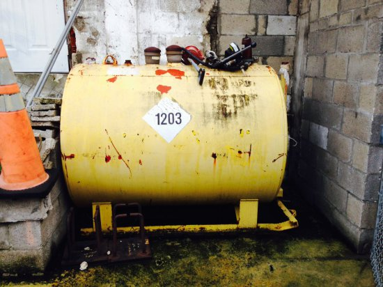 FUEL TANK WITH 2 PUMPS