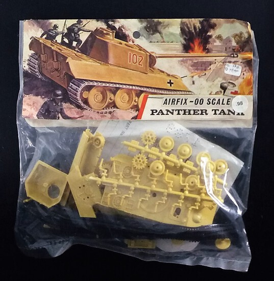 Airfix - OO Scale Panther Tank Bagged Model Kit
