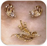 Vintage Brooch and Earring set with Rhinestones