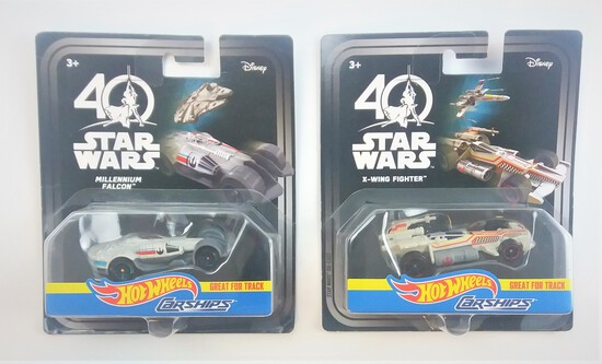 Millennium Falcon / X-Wing Hot Wheels Star Wars Carships Die Cast Collectible Vehicle