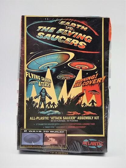 Atlantis Earth vs The Flying Saucers Attack Saucer Model Kit #1005