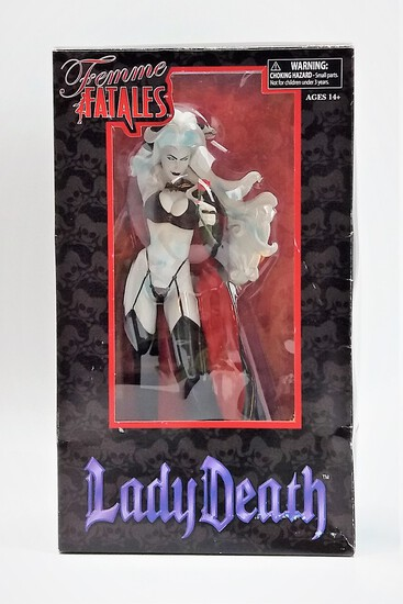 Leady Death Femme Fatales PVC Diamond Select Statue