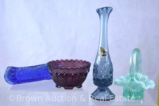 (4) Fenton miniatures incl. basket, vase, bowl and canoe-shape