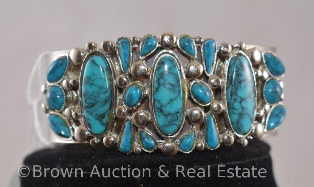 Contemporary bracelet with turquoise stones