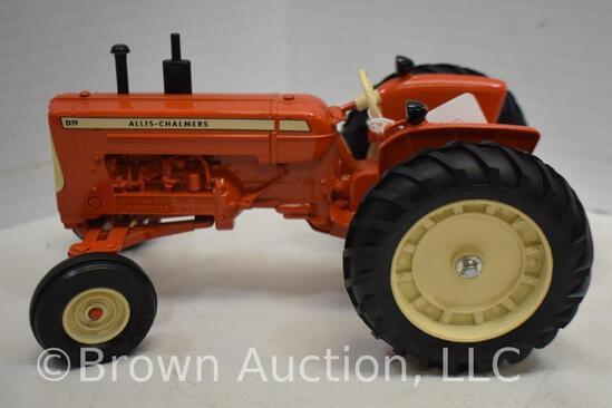 Allis-Chalmers D19 die-cast metal tractor