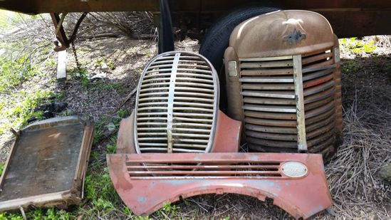 ANTIQUE FORD GRILL,HOOD & FENDER, PLUS OTHER VINTAGE PARTS