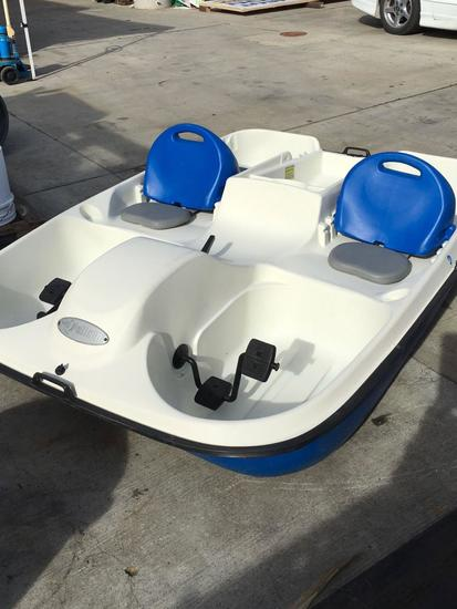 Pelican Riptide 5 person or 775 lbs Paddle Boat