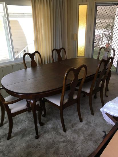 Lexington Furniture Dining table with 6 chairs, leaf and pads