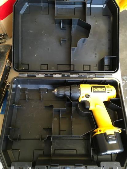 Dewalt DW926 drill with case