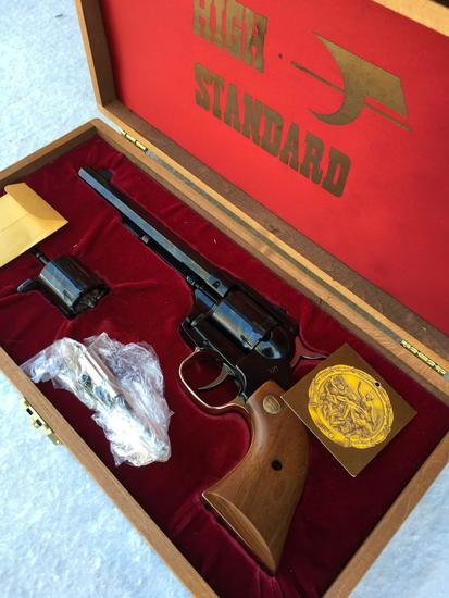 Firearms: High Standard .22 Cal Model 9314 Western Style revolver. serial M023739 w display case