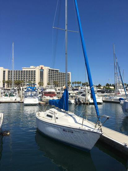 1981 CAL 24' Sail boat and Outboard motor