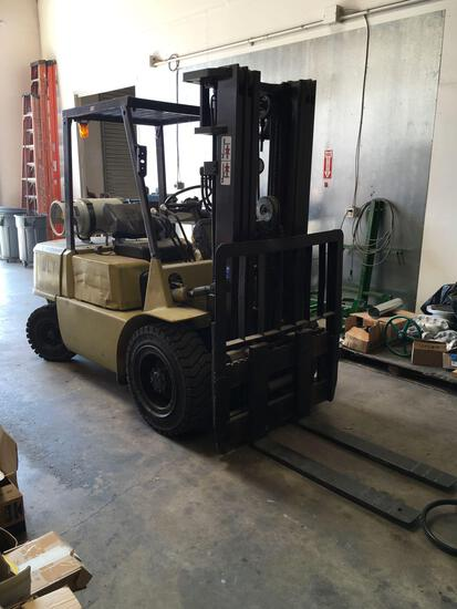 1989 Mitsubishi Forklift, RUNS, mod. FG30, 6000 lbs Propane, 4003 hrs. with side shift.