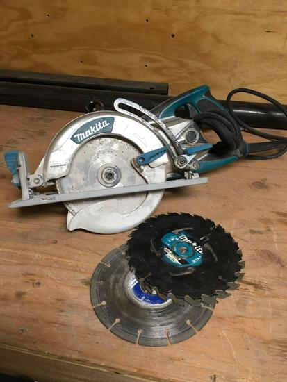 Circular saw. Makita, Magnesium, 5377MG, 120v, saw with extra blades