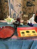 Assorted decorative items, 11