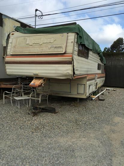Komfort 5th wheel trailer AS-IS in Poor Condition Appointment required for pickup