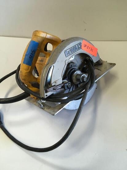 DeWalt DWE575 circular saw. Works