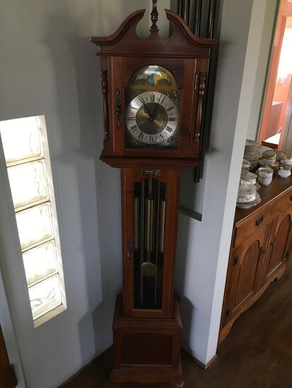 Grandfather clock made in Germany Hermle Black Forest 451050H, 94cm.