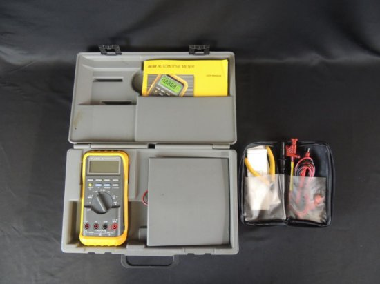 Fluke 86/88 Automotive Meter with Attachments and Manual
