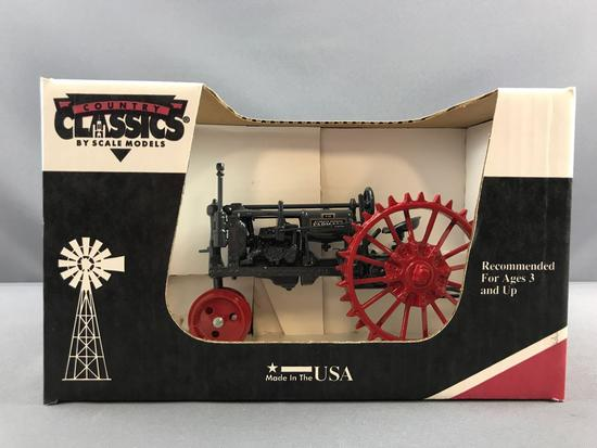 Country Classics Scale Models McCormick Deering Farmall F-12 die cast tractor in original box