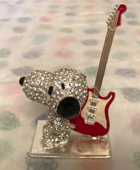 Crystal World Peanuts Jeweled Rock On Snoopy