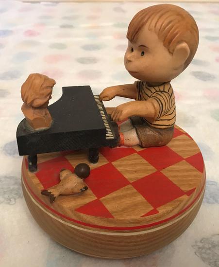 ANRI Peanuts Schroeder Music Box