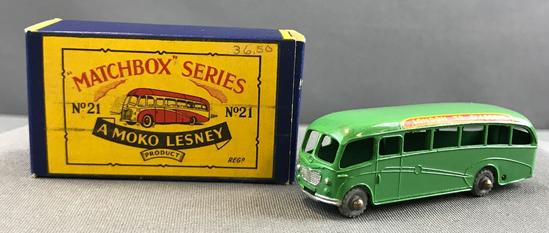 Matchbox No. 21 Bedford Duple Luxury Coach die cast vehicle with Original Box