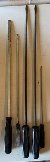 Group of five snap on Flathead screwdrivers