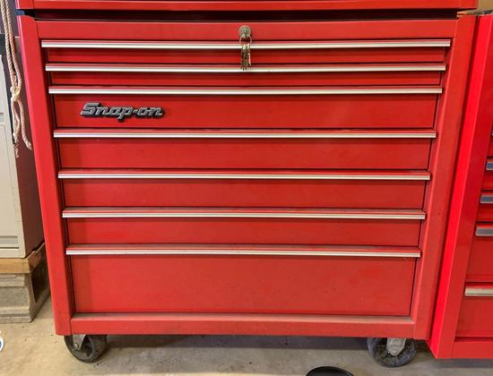 Snap on tool chest with wheels