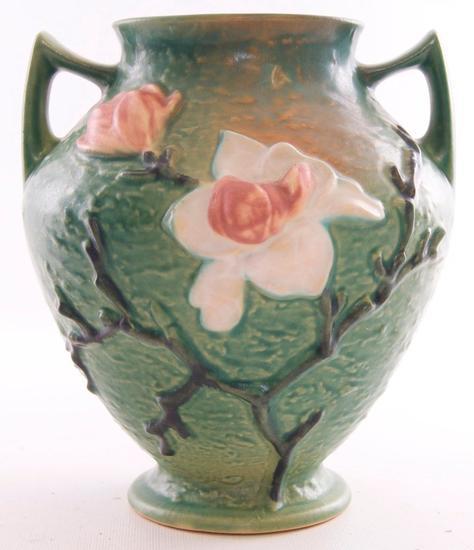"""Vintage Roseville """"Magnolia"""" Vase (92-8)"""
